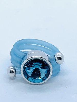 Supertoller Ring synth.Kautschuk mit Swarovskikristall beides in hellblau/türkis