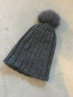 Chapeau en tricot gris anthracite-gris foncé