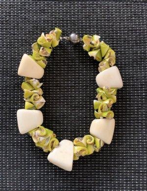 Susanne Kitz Collana di conchiglie beige chiaro-verde prato