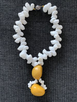 Susanne Kitz Collier de coquillages blanc-orange doré