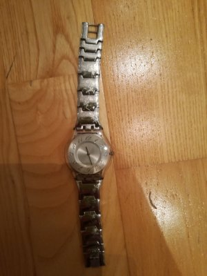 Swatch Montre avec bracelet métallique argenté-blanc
