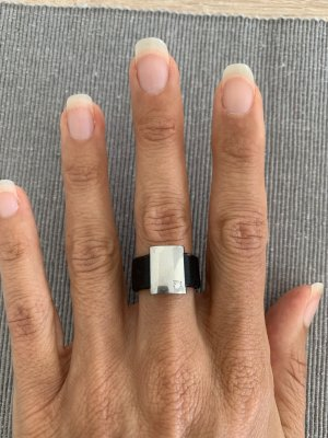 Swatch Srebrny pierścionek czarny-srebrny
