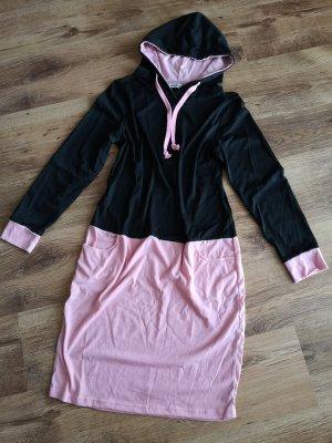 Robe à capuche noir-rose clair