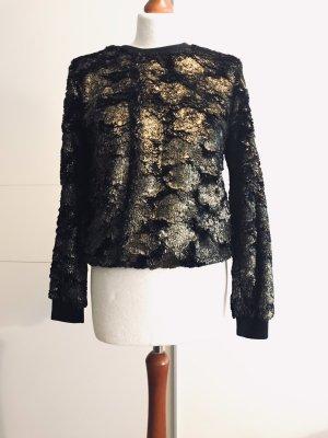 Sweater mit goldenen Details