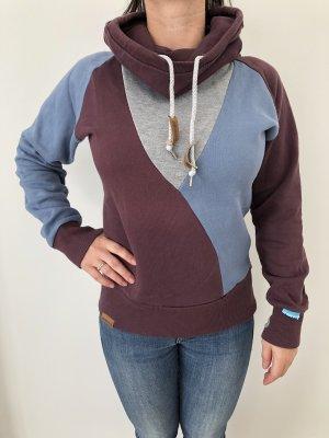 Sweater mit hohen Kragen