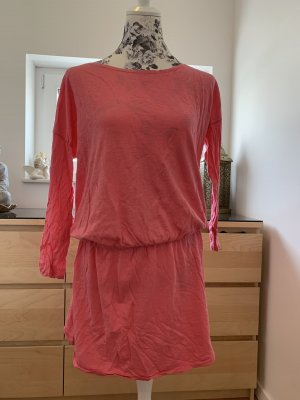 Juvia Sukienka o kroju koszulki różowy