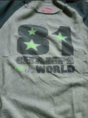 81hours Sweatshirt gris clair-vert clair