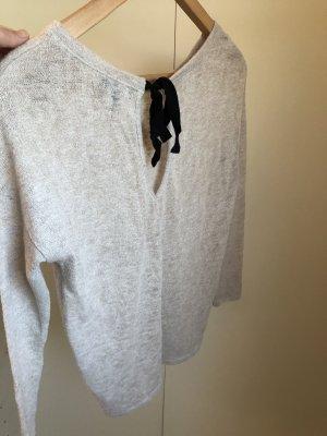 Sweatshirt von Bershka mit einer Schleife im Nacken