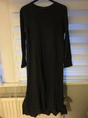 Sweatshirtkleid. Kleid mit Rüschchen am Ende