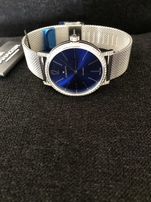Reloj con pulsera metálica color plata-azul