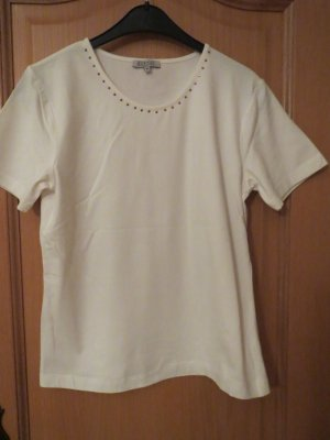 Barisal T-shirt room