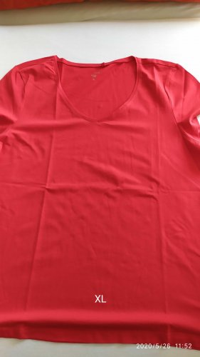 C.A.N.D.A Collection at C & A V-Neck Shirt red