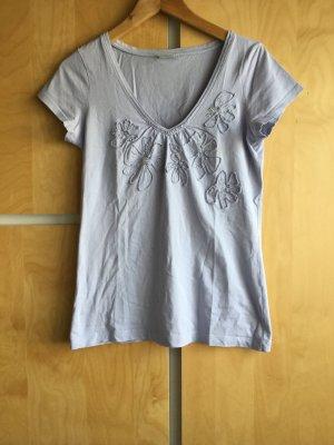 T-Shirt, hellblau mit Blüten und Glitzer