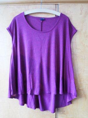 T-Shirt in Brombeer-farben