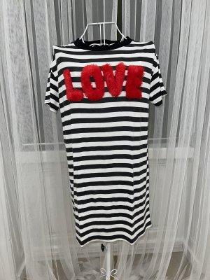 T-Shirt Kleid von PrettyLittleThing