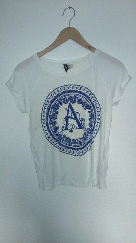 T-Shirt mit blauem Aufdruck