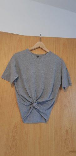 T-Shirt mit Knoten