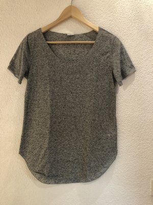 T-Shirt mit schönem Ausschnitt