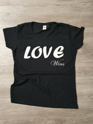 """T-Shirt mit Spruch """"Love wins"""""""