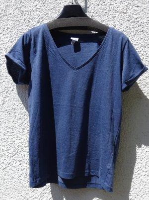 T-Shirt mit V-Ausschnitt von Bench