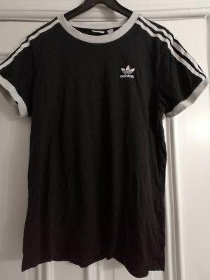 T Shirts Nike und Adidas