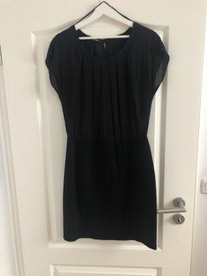 Taillenbetontes schwarzes Abendkleid von Taifun