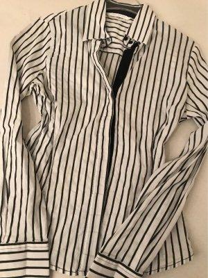Taillierte Bluse in schwarz weiss