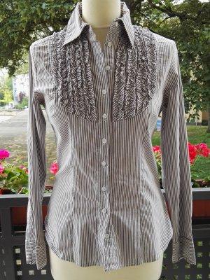 Taillierte Bluse mit Rüschen