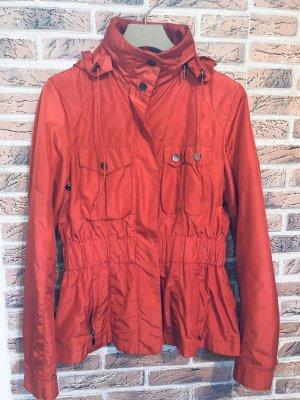 Taillierte Jacke in rot in Gr. M