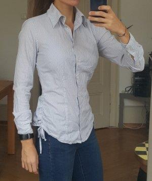 Taillierte weiß-blau gestreifte Hemd-Bluse