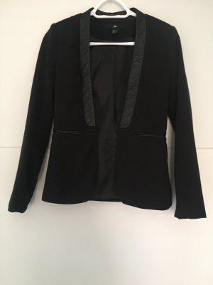 Taillierter Blazer mit Lederapplikationen