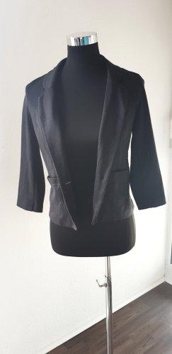 Taillierter Kurz-Blazer von Asos