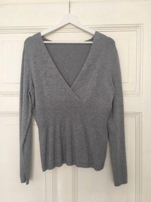 Taillierter Pullover mit V-Ausschnitt