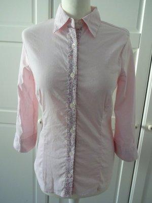 tailliertes Hemd mit blümchenkragen dreiviertelarm