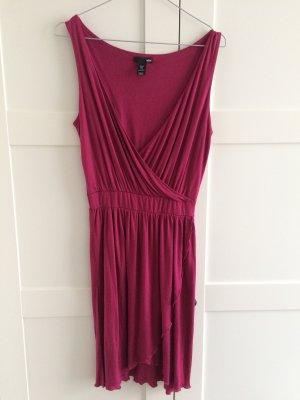 Tailliertes Kleid mit Wickeloptik in kräftigem pink