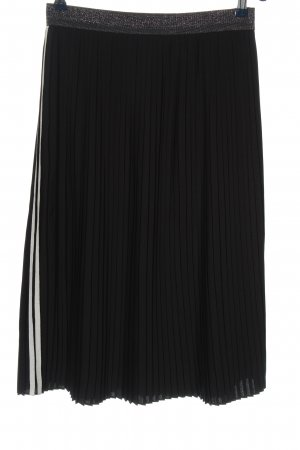 talk about Crash Skirt black-white casual look