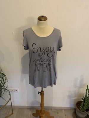 Talkabout Shirt mit wording in blau Maltinto gefärbt