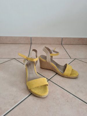 Tamaris Sandalen met bandjes en hoge hakken geel