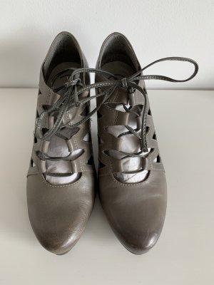 Tamaris Escarpins à lacets gris brun