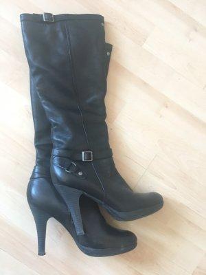 Tamaris Stiefel mit Absatz in Schwarz