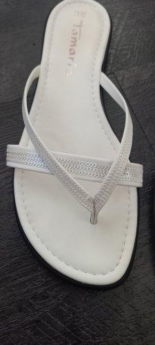 Tamaris Sandały japonki z rzemykami biały