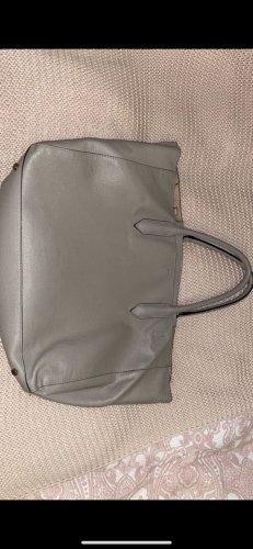 Tasche in dunkel Beige