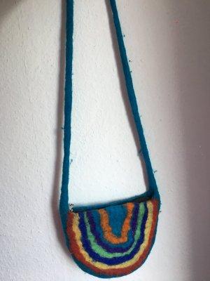 Tasche in Form eines Regenbogens
