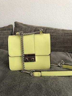 Tasche von Bershka in neon