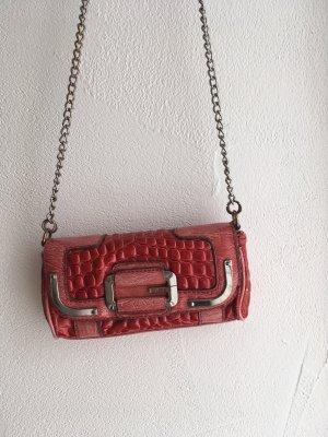 Tasche von Guess in rot mit Kettenträger
