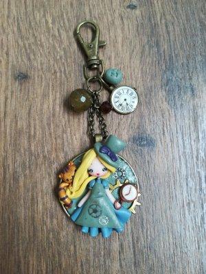Taschenanhänger Steampunk Alice im Wunderland handgemacht aus Fimo