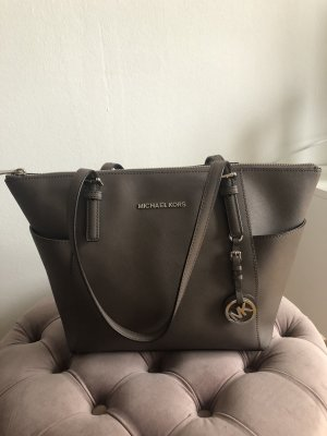 Taupe farbende Michael Kors Tasche