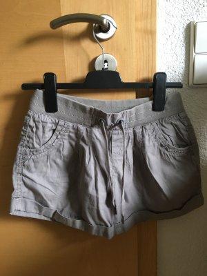 Taupe farbene Shorts