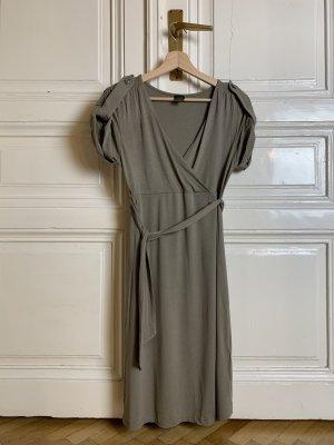 Taupefarbenes Kleid