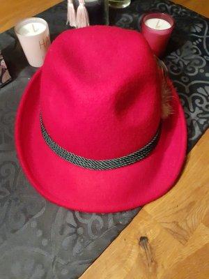 Sombrero de tela rojo